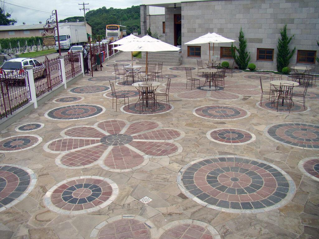 Praça do ingresso dos turistas (Vinícola Salton)